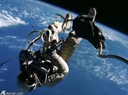نخستین پیادهروی فضایی آمریکاییها در قاب تصویر
