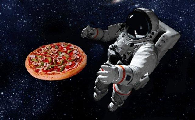 اولین پیتزا در فضا پخته شد
