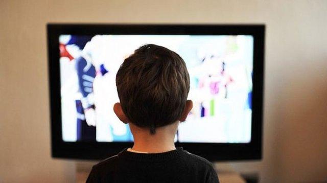 تماشای تلویزیون خلاقیت کودکان را کاهش میدهد