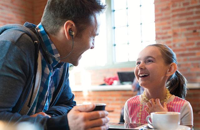 هدفونی برای مکالمه راحت در مکانهای شلوغ