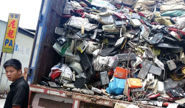 زبالههای الکترونیک به شکل خطرناکی در آسیا رو به افزایش است