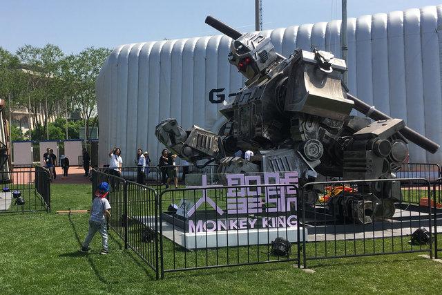 رونمایی چین از ربات جنگنده