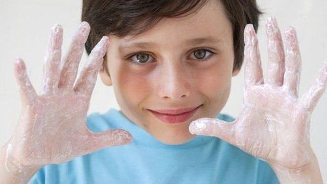 آب گرم و سرد به یک اندازه دست را تمیز میکنند
