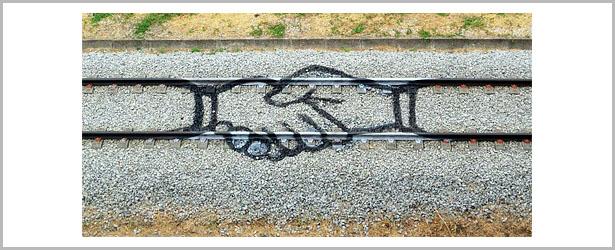 هنرنمایی بر روی ریل قطار